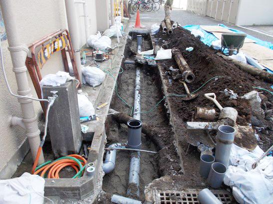 排水枡排水横引管陥没配管盛替工事